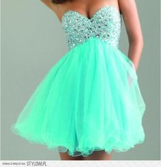 Cute mint green dress.