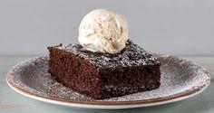 Βραστό κέικ σοκολάτας από τον Άκη Πετρετζίκη. Φτιάξτε ένα εύκολο και νόστιμο κέικ σοκολάτας με έναν διαφορετικό τρόπο που θα ενθουσιάσει μικρούς και μεγάλους!!
