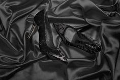 #Magrit ESPECIAL NAVIDAD EDICIÓN LIMITADA FÁTIMA: Salón de punta fina fabricado en terciopelo gris, rosa y negro. Ideal para acompañarte en estas fiestas. ---------------------------------------------------------------------------------- #Magrit CHRITSMAS LIMITED EDITION FÁMITA:Fine pointed pump finished with grey,pink and black velvet. Ideal for accompany you in this Chirtsmas http://www.magrit.es/es-ES/fatima-negro-528