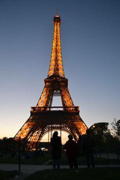 La Tour Eiffel al tramonto #Paris #Parigi ... merci Manu Coppola
