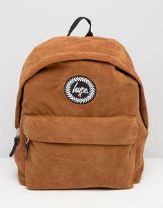Suede - As mochilas ganharam força e vão invadir as próximas coleções de moda.  Imagem: Hype