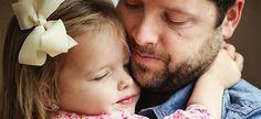 Ο μπαμπάς είναι ο ήρωας κάθε παιδιού –είναι αυτός που θα το προστατέψει απ' τους κακούς! Γι' αυτό ο μπαμπάς είναι και ο πλέον κατάλληλος, για να παραδώσει μαθήματα παιδικής ασφάλειας.