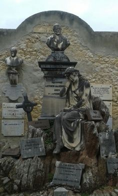 Sassari Cemetery Headstones, Cemetery Art, Tombstone Designs, Haunted Graveyard, Unusual Headstones, Tales From The Crypt, Catacombs, Grave Markers, Monuments
