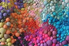 Композиции из разноцветных шариков из ткани