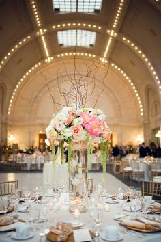 romantic ivory, gold, champagne and peach wedding floral decor at Union Station, Seattle, photos by Stephanie Cristalli Photography