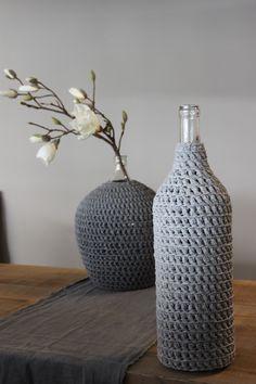 (picture only, no link) Vase Crochet, Crochet Diy, Crochet Fabric, Fabric Yarn, Crochet Patterns, Yarn Projects, Crochet Projects, Cotton Cord, Deco Design