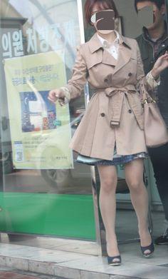 조금은 작은키인듯하지만 적당한각선미와 토오픈슈즈 신발도 안벗기고 그대로 발가락만빨고싶네요 Sexy Legs, Short Skirts, To My Daughter, Tights, Stockings, Asian, Japanese, Female, Street
