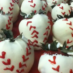 Chocolate covered strawberry baseballs I made for a Cardinal- themed wedding shower. 15th Wedding Anniversary, Anniversary Parties, Baseball Wedding Shower, White Chocolate Covered Strawberries, Young Wedding, Dream Wedding, Wedding Day, Wedding Appetizers, Harry Potter Wedding