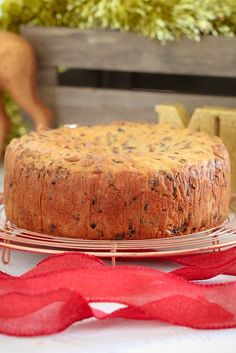Introducing the famous 3 Ingredient Christmas Cake (fruit cake) made from mixed fruit, iced coffee and self-raising flour! Award winning, super easy and totally delicious! Hazelnut Cake, Chocolate Hazelnut, How To Make Cake, Food To Make, Goodies, Christmas Cooking, Vegan Christmas, Easy Christmas Cake, Thanksgiving Holiday