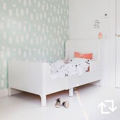 Dit stijlvolle #bed groeit met je grut mee. Håndig! @studioace_amsterdam #kinderkamer #styling #BUSUNGE #kinderbed #slaapkamer #IKEA #IKEAnederland #IKEABijMijThuis