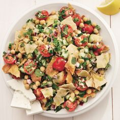 Middle Eastern fattoush salad - - like salad at work, no chickpeas, but had okra and used Italian dressing as seasoning Fatoush Salad, Tuscan Soup, Cooking Recipes, Healthy Recipes, Savoury Recipes, Cooking Tips, Easy Weeknight Meals, Easy Dinners, Nutritious Meals
