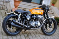 Honda and Four by Ottodrom Cb750 Cafe Racer, Cafe Racer Tv, Moto Cafe, Cafe Racer Bikes, Cafe Racer Motorcycle, Scrambler, Cb750 Honda, Honda Motorcycles, Cb350