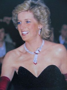 September Diana Attends A Dinner In Aid For The Mentally Handicapped Princess Diana Jewelry, Princess Diana Photos, Princes Diana, Real Princess, Princess Of Wales, Beautiful Smile, Most Beautiful Women, Adele, Trump Is My President