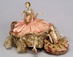 Two China Art Deco Half Dolls with Gold Flapper Hairdos Porcelain Jewelry, Fine Porcelain, Painted Porcelain, Porcelain Tiles, Porcelain Doll, Porcelain Ceramics, Hand Painted, Antique Dolls, Vintage Dolls