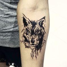 """Lobo em efeito """"Carvão"""". #werewolftattoo #euminerva (em Old Ship Tattoo)"""