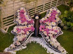 A tavaszi nap sugarai kicsalogatják azokat akik imádják a kerti életet. És máris fantasztikus ötletek születnek, csodálatos kerti dekorációk,...