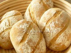 Občas zůstává kousek zbylého chleba a pokud už s ním nechci podarovat naši drůbež, zrecykluji ho do dalamánků. Suroviny: na kvásek 50 ml vlažné vody lžička cukru 15 g droždí 50 g hladké mouky Dále : 140 g oschlého staršího chleba (2-3 krajíce) 200 g horké vody lžíce oleje lžička soli lžička kmínu lžíce žitné… Food And Drink, Bread, Recipes, Hampers, Recipies, Ripped Recipes, Bakeries, Recipe, Breads