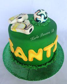 Goalkeeper cake Pig Birthday, Birthday Parties, Football Cakes, Soccer Cake, Goalkeeper, Peppa Pig, Cake Ideas, Fondant, Birthdays