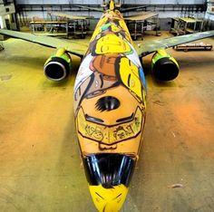 avião Seleção Brasileira pintado arte Dos Gêmeos
