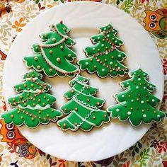 Aprenda como fazer lindos biscoitos decorados de natal e veja qual o ponto certo do glacê real para decorar. Veja lindas fotos com de biscoitos decorados!