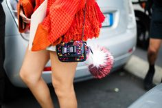 Street Style Milan, Milan fashion week, furry friends Fendi. Primavera-verano 2015. Bolso Fendi. Vogue España.Fotos: Josefina Andres.