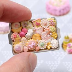 Pink-themed miniature cookies and treats - yum! More like this in our Etsy store (link in bio…) Pink-themed miniature cookies and treats - yum! More like this in our Etsy store (link in bio…) Cute Polymer Clay, Cute Clay, Polymer Clay Miniatures, Polymer Clay Crafts, Dollhouse Miniatures, Miniture Food, Miniture Things, Miniature Crafts, Miniature Dolls