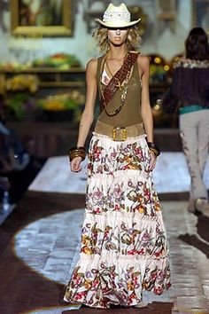 Roberto Cavalli Spring 2005 Ready-to-Wear Fashion Show - Jacquetta Wheeler Cute Fashion, Boho Fashion, Fashion Show, Fashion Looks, Boho Outfits, Skirt Outfits, Fashion Outfits, New Hijab, Casual Fashion Trends