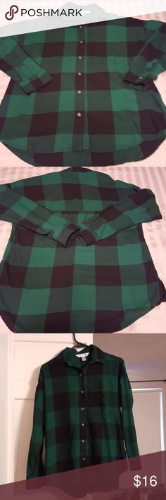 Old Navy Boyfriend flannel size small petite NWOT Never worn, Old Navy Boyfriend green and black flannel in small petite. Would go great with leggings and boots for Fall 🍁 Old Navy Tops