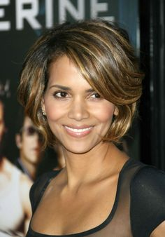 Halle Berrys short sexy caramel highlighted hairstyle