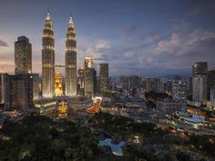 A comprehensive budget travel guide to Kuala Lampur with tips and advice on things to do, see, ways to save money, and cost information. Kuala Lampur, Kuala Lumpur Travel, New Years Eve 2017, Kong Company, Photo To Video, New Years Eve Fireworks, Petronas Towers, Real Estate Video, Real Estate Business