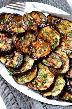 Eggplant with Garlic & Herbs - Grilled vegetables are my go to side dish for any summer barbecue. They are incredibly easy to prep -Grilled Eggplant with Garlic & Herbs - Grilled vegetables are my go to side dish for any summer barbecue. Vegetarian Recipes, Cooking Recipes, Healthy Recipes, Free Recipes, Grilled Vegetable Recipes, Vegetarian Side Dishes, Grilled Food, Grilled Shrimp, Grilled Salmon