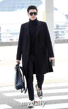 Sehun - 170305 Incheon Airport, departing for Paris Credit: mydaily. Kpop Fashion, Japan Fashion, Korean Fashion, Mens Fashion, Airport Fashion, Fashion Black, Moda Kpop, Sehun Cute, Kim Minseok
