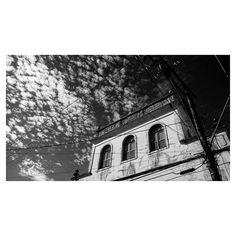 Casa da Ferrovia  #instashot #nocrop #sky #clouds #cloudsgalery #architecture #photoofclouds #arteemfoco #natureart #nature #blackandwhite #bw #pretoebranco #tudopretonobranco #peb #mybest_BW #TagsForLikes #igers #igersES #ig_espiritosanto_pb #ig_espiritosanto #pixrlexpress #pixrl #notcolors #old #history