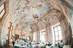 Hochzeit Lokalität Wien - Schloss Hetzendorf Innen Ceiling Design, Capital City, Wedding Locations, Vienna, Fine Art Photography, Austria, Destination Wedding, Palaces, Castles