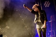 I love Lauren Mayberry's style