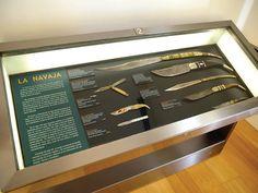 Vitrina con distintos tipos de navajas en el Museo de la Cuchillería de Albacete.