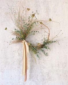 18 Modern and Boho Fall Wreath Ideas - Dalla Vita Fall is here and that means it's time to put a wreath on your door! Check out these 18 modern and whimsy fall wreaths for some inspiration. Dried Flower Wreaths, Dried Flowers, Floral Wreaths, Bouquet Flowers, Rose Flowers, Deco Floral, Arte Floral, Autumn Wreaths, Holiday Wreaths