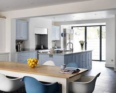 Plain English has an extensive portfolio of bespoke kitchens in London including contemporary kitchens, luxury kitchens, designer kitchens, shaker style kitchens and much more.