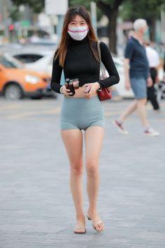 Little Girl Leggings, Girls In Leggings, Yoga Pants Girls, Girls Jeans, Beautiful Girl Image, Beautiful Asian Women, Teen Girl Poses, Skinny Girls, Cute Asian Girls