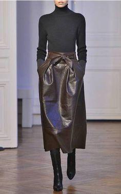 Martin Grant Chocolate Brown Leather Skirt Fall/Winter 2015 Trunkshow Look 2 on Moda Operandi Fashion 2020, Look Fashion, Runway Fashion, Womens Fashion, Fashion Trends, Mode Outfits, Fall Outfits, Fashion Outfits, Looks Street Style