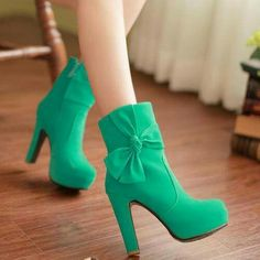 Green bow boots!