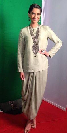 Classy Patiala Salwar Outfits- Patiala shalwar attire is generally linked with the subcontinent and Middle Eastern states since it is often considered as a traditional outfit in Pakistan, India, and Bangladesh. India Fashion, Ethnic Fashion, Indian Attire, Indian Wear, Kurta Designs, Blouse Designs, Indian Dresses, Indian Outfits, Look Short