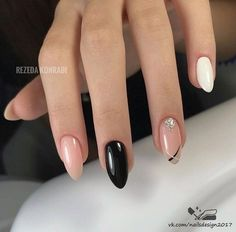 Nail art Christmas - the festive spirit on the nails. Over 70 creative ideas and tutorials - My Nails Oval Nails, Nude Nails, Pink Nails, My Nails, Sparkly Nails, Perfect Nails, Gorgeous Nails, Stylish Nails, Trendy Nails
