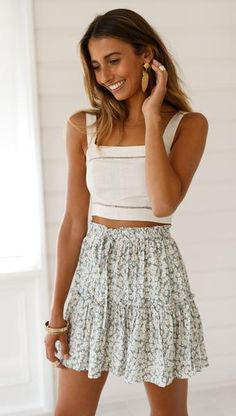 Nur Dandy Rock Sommer Mode Ideen Source by outfits faldas Unique Outfits, Girly Outfits, Cute Casual Outfits, Cute Outfits With Skirts, Casual Chic, Stylish Outfits, Classy Chic, Casual Skirts, Teenager Outfits
