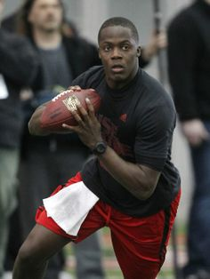University of Louisville quarterback Teddy Bridgewater throws the football during passing drills for NFL representatives during Louisville Pro Day. Teddy Bridgewater, Kentucky Sports, University Of Louisville, My Teddy Bear, Louisville Cardinals, Sport Icon, Minnesota Vikings, College Football, Teaching Kids