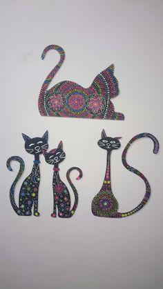 Siluetas de gatos en puntillismo