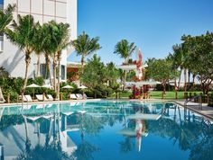 The Miami Beach EDITION - The best swimming pools in Miami Dying to escape the beach crowds? Dive into—or just lounge by—the best swimming pools in Miami instead. Florida Hotels, Best Hotels In Miami, Miami Beach Hotels, Beach Resorts, Miami Florida, South Florida, Piscina Do Hotel, Miami Beach Edition, Edition Hotel