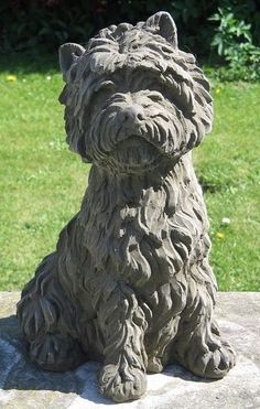 This West Highland Terrier dog statue has been beautifully sculptured to show the heavy texture of a typical Westie's coat. West Highland Terrier, Highlands Terrier, Sculptures Céramiques, Dog Sculpture, Pottery Sculpture, Pottery Animals, Ceramic Animals, Clay Animals, Ceramic Art