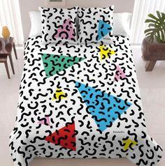 Ce linge de lit aux inspirations Memphis donne une touche vitaminée à la chambre