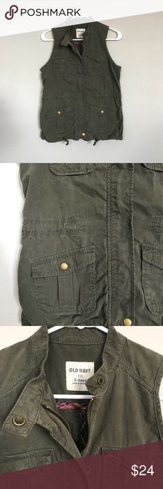 Old Navy Army Green Vest XS EUC. Minimal signs of wear.   Pit to pit: 18in  Top to hem: 24in Old Navy Jackets & Coats Vests